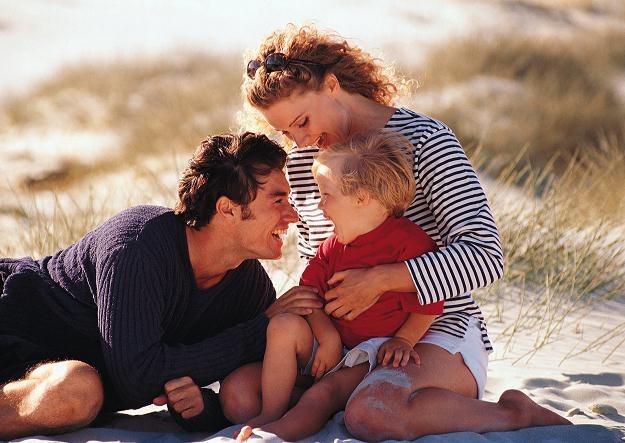Od 1 stycznia 2013 r. rodzice będą mogli skorzystać z dłuższego o miesiąc urlopu wychowawczego /© Bauer