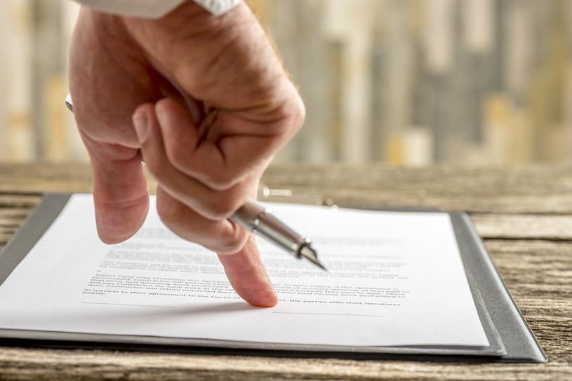Od 1 stycznia 2021 r. został wprowadzony obowiązek przekazywania do ZUS informacji o każdej umowie o dzieło /123RF/PICSEL