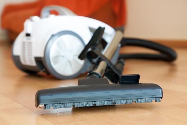 Od 1 września odkurzacze powinny mieć deklarowany pobór mocy niższy niż 900 W /©123RF/PICSEL