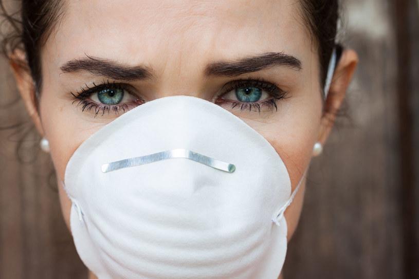 Od 16 kwietnia do odwołania mamy obowiązek zakrywania ust i nosa /123RF/PICSEL