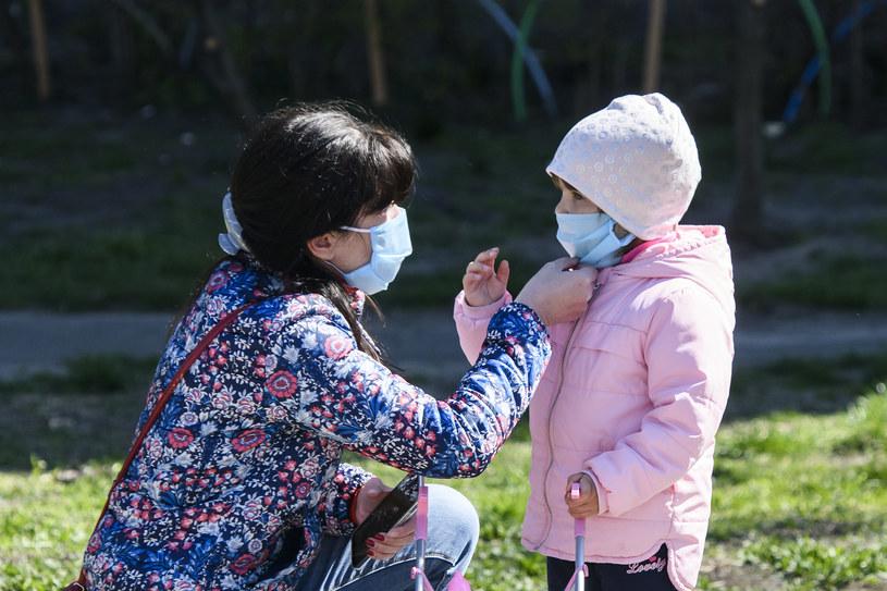 Od 16 kwietnia obowiązek zakrywania ust i nosa w przestrzeni publicznej /Maxym Marusenko/NurPhoto via Getty Images /Getty Images