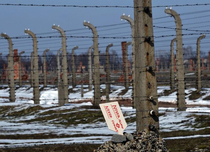 Od 1942 r. obóz Auschwitz stał się największym miejscem zagłady europejskich Żydów /AFP