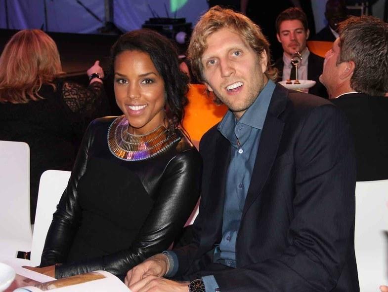 Od 2012 roku Dirk Nowitzki jest w związku małżeńskim z Jessicą Olsson. /AFP