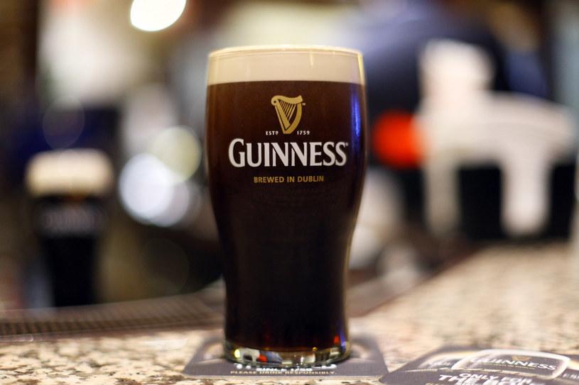 Od 2016 r. ma zmienić się sposób produkcji kultowego Guinnessa. Czy na lepsze? /Getty Images/Flash Press Media
