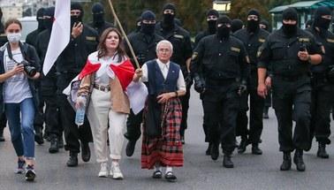"""Od 30 lat walczy o wolność na Białorusi. """"Dopóki nie mam Alzheimera, będę wychodzić"""""""