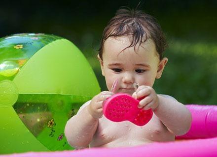Od chwili narodzin twój maleńki skarb codziennie będzie robił postępy i niestrudzenie odkrywał świat /© Panthermedia