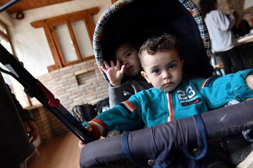 Od czasu kryzysu coraz więcej dzieci w Grecji trafi pod opiekę pomocy społecznej lub do organizacji takich jak Kivitos tou Kosmou (zdj. ilustracyjne) /AFP