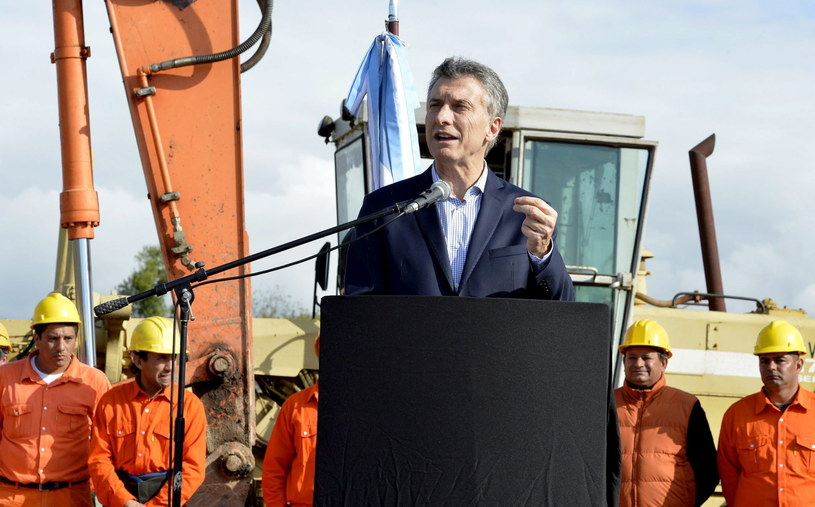 Od czasu przejęcia w grudniu urzędu prezydenta przez Mauricio Macriego pracę straciło niemal 70 tysięcy osób. /PAP/EPA