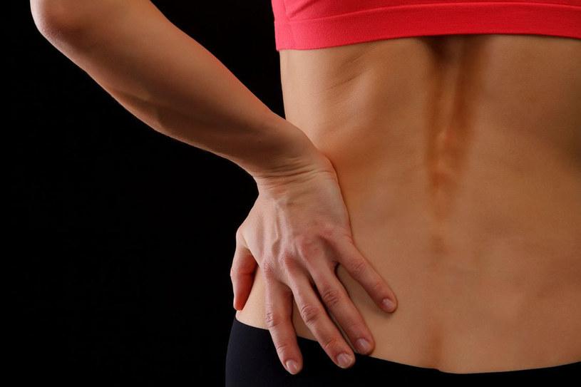 Od dawna wiadomo, że zanikowi kości zapobiega podawanie wapnia i witaminy D, a także zastępcza terapia hormonalna /123RF/PICSEL
