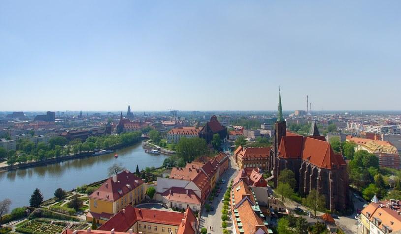 Od dziś dwukrotne podwyżki opłat za parkowanie we Wrocławiu! Nz. panorama miasta /123RF/PICSEL