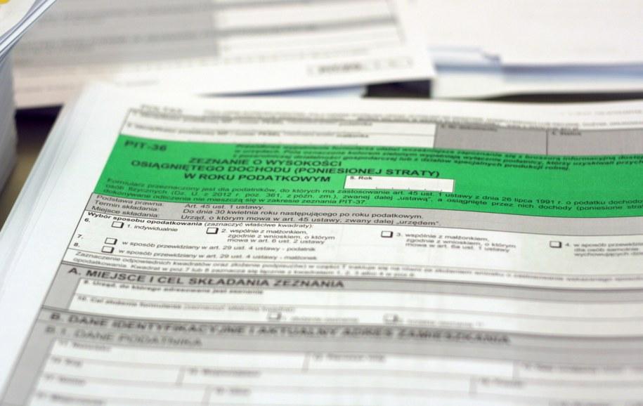 """Od dziś wchodzi w życie ustawa o """"zerowym PIT"""" dla osób do 26. roku życia. Zdjęcie ilustracyjne /Piotr Bułakowski /RMF FM"""