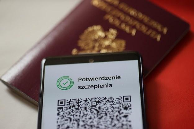 Od dzisiaj można pobierać Unijne Certifykaty COVID / Leszek Szymański    /PAP
