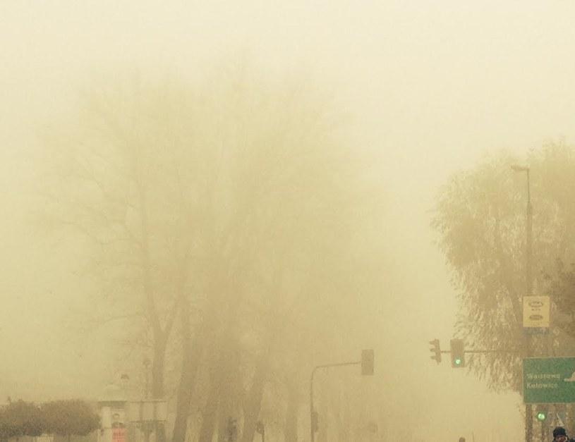 Od kilku dni nad Krakowem unosi się gęsta mgła ze smogiem /Antonina Kotarba /INTERIA.PL