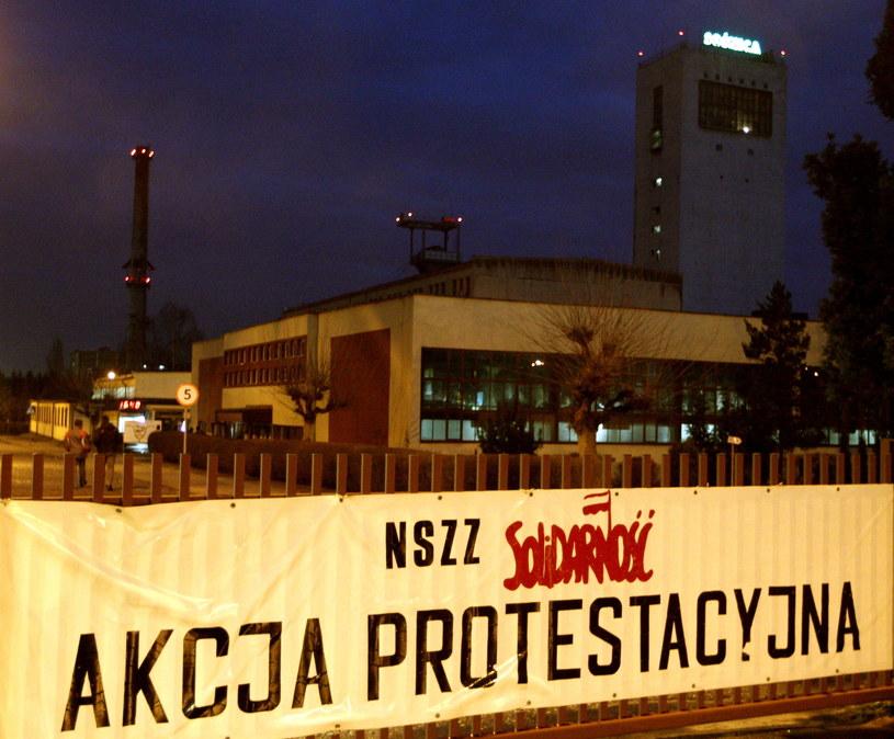 Od kilku dni pod ziemią przebywają górnicy z przeznaczonych przez rząd do likwidacji kopalń /Andrzej Grygiel /PAP