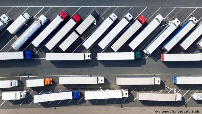 Od lat branża logistyczno-spedycyjna narzeka na niedobór kierowców /Deutsche Welle
