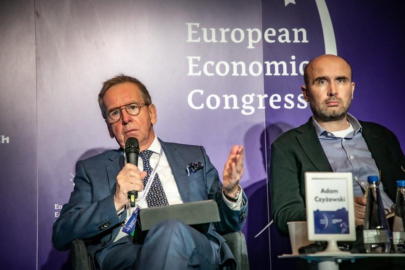 Od Lewej: Adam Czyżewski, główny ekonomista PKN Orlen oraz Marcin Korolec, prezes Instytutu Zielonej Gospodarki, były minister środowiska /Fot. Ireneusz Rek /INTERIA.PL