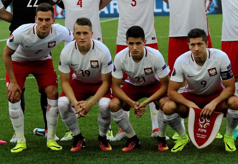 Od lewej: Arkadiusz Milik, Piotr Zieliński, Bartosz Kapustka i Robert Lewandowski przed meczem Polska - Ukraina na Euro 2016 /Kuba Atys /