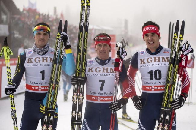 Od lewej: Biełow, Wylegżanin i Połtarain, czyli podium w biegu na 15 kilometrów /Maciej Kulczyński /PAP