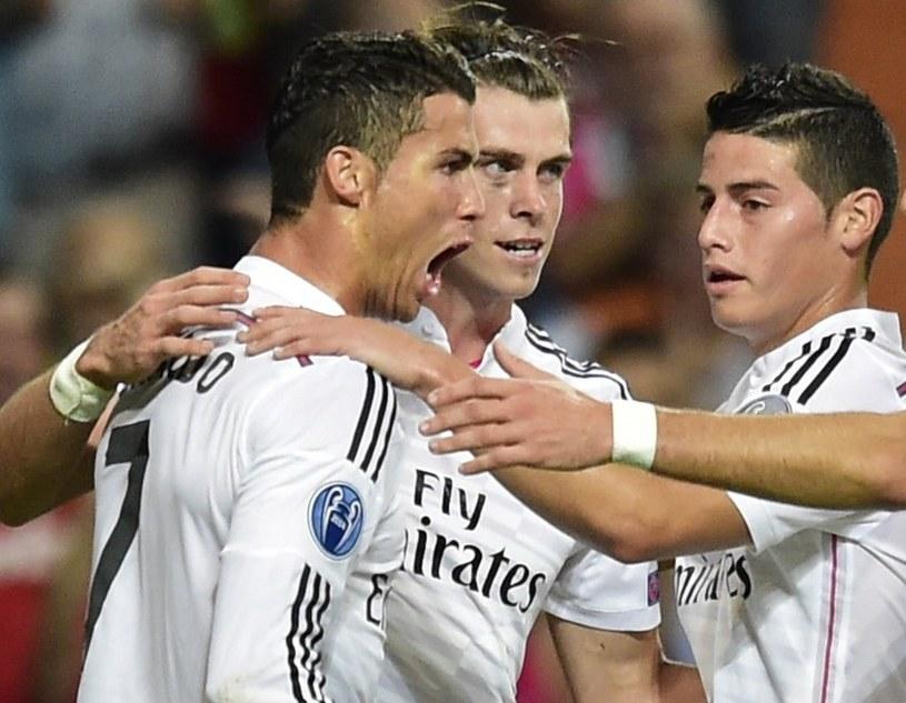 Od lewej: Cristiano Ronaldo, Gareth Bale i James Rodriguez z Realu Madryt, którzy mają pewne miejsce w jedenastce najdroższych piłakrzy /AFP