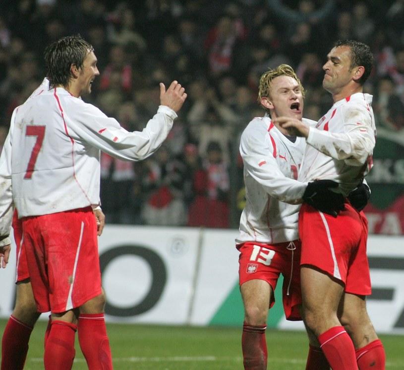 Od lewej: Damian Gorawski, Sebastian Mila, Grzegorz Piechna podczas meczu z Estonią (3-1) w reprezentacji Pawła Janasa. /East News