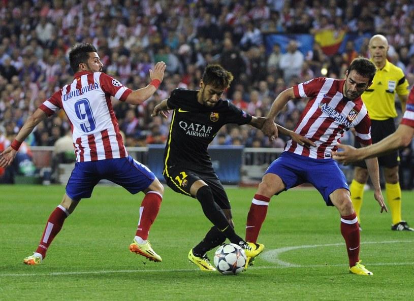 Od lewej David Villa, Neymar i Adrian Lopez /AFP