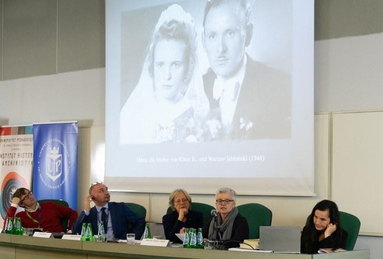 Od lewej: dr Mirosław Sikora, prof. Hubert Chudzio,  dr Insa Eschebach, dr Dorothee Schmitz-Koester i dr Beata Kozaczyńska /Paweł Krawczyk /INTERIA.PL