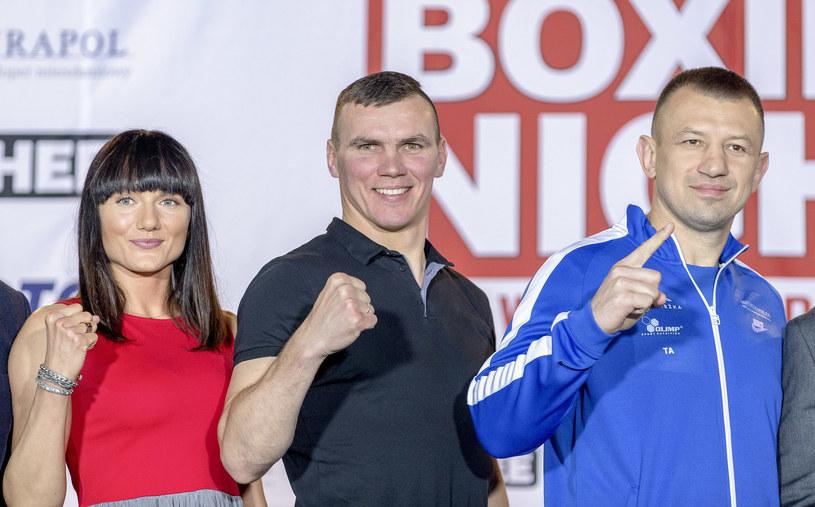 Od lewej: Ewa Brodnicka, Mateusz Masternak i Tomasz Adamek /fot. Andrzej Iwanczuk /East News