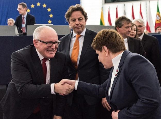 Od lewej: Frans Timmermans i Beata Szydło /Patrick Seeger  /PAP/EPA