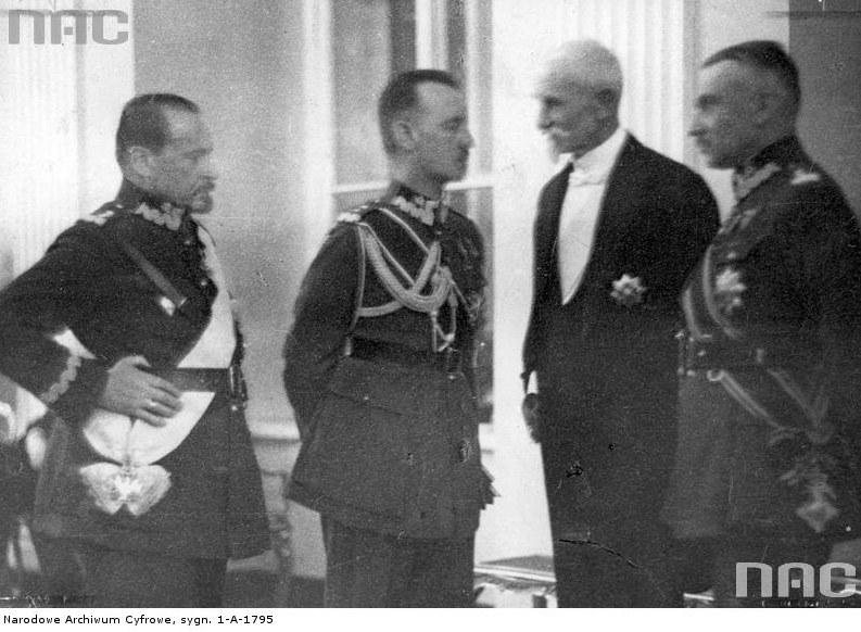 Od lewej: generał Józef Haller, generał Władysław Sikorski, prezydent RP Stanisław Wojciechowski i generał Stanisław Haller (marzec 1925 r.) /Z archiwum Narodowego Archiwum Cyfrowego