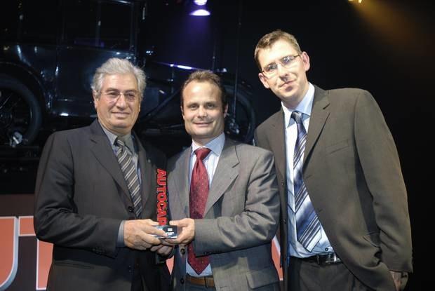 Od lewej: Giugiaro i Egger z nagrodą / Kliknij /INTERIA.PL