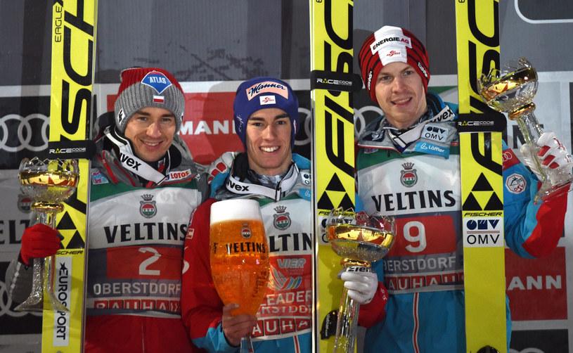 Od lewej: Kamil Stoch, Stefan Kraft i Michael Hayboeck /PAP/EPA