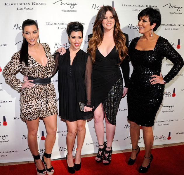 Od lewej: Kim, Kourtney, Khloe i ich mama Kris Jenner.  /Ethan Miller /Getty Images