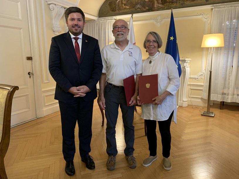 Od lewej: konsul Adrian Kubicki oraz Amerykanie Del Olsen i Gail Yando; zdjęcie z 2020 r. /Twitter/Adrian Kubicki /Archiwum