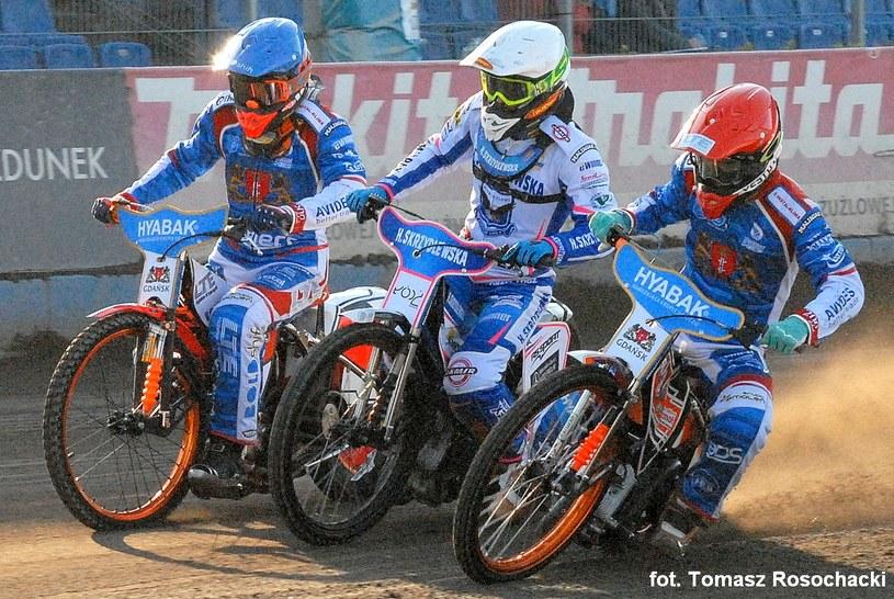 Od lewej: Krystian Pieszczek, Norbert Kościuch i Wiktor Kułakow. /Tomasz Rosochacki /Flipper Jarosław Pabijan