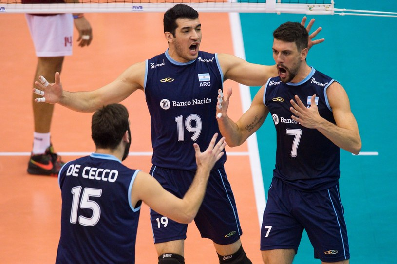 Od lewej: Luciano de Cecco, Maximiliano Gauna i Facundo Conte /www.fivb.org