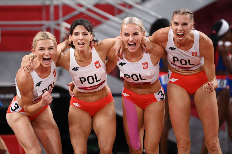 Od lewej: Małgorzata Hołub-Kowalik, Anna Kiełbasińska, Justyna Święty-Ersetic i Iga Baumgart-Witan. W sobotę Polki powalczą o złoto /Getty Images