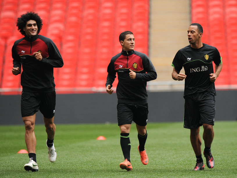 Od lewej: Marouane Fellaini, Eden Hazard i Moussa Dembele /AFP
