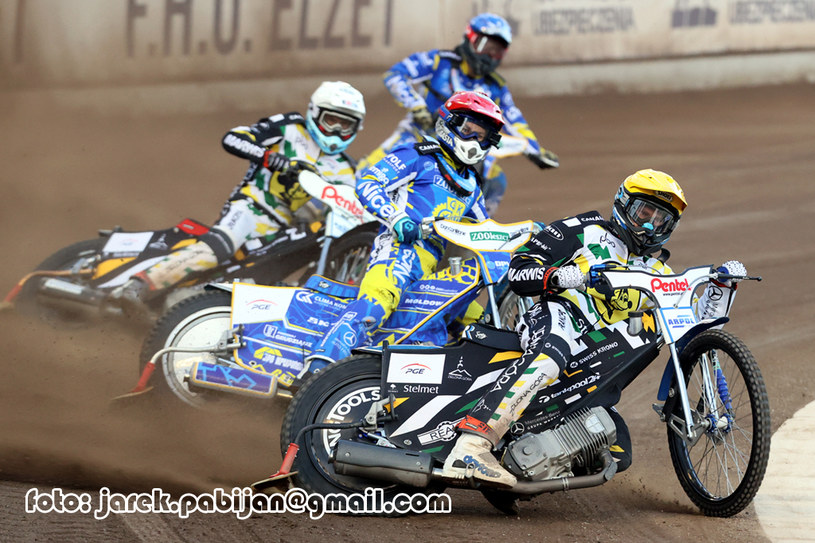 Od lewej: Max Fricke, Nicki Pedersen i Matej Zagar. W tle Denis Zieliński /Jarosław Pabijan /Flipper Jarosław Pabijan