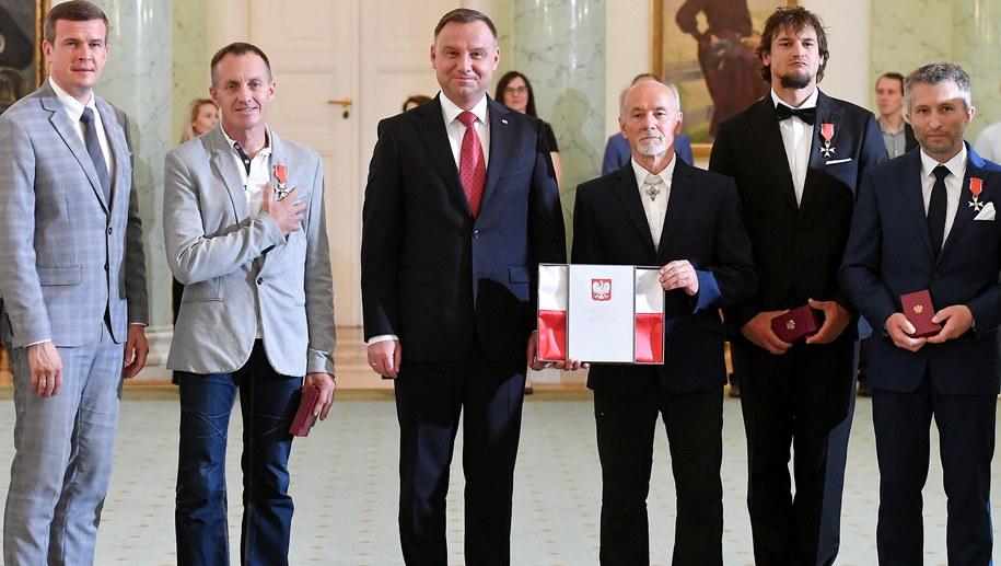 Od lewej: minister sportu Witold Bańka, Denis Urubko, prezydent Andrzej Duda, Piotr Snopczyński, Adam Bielecki, Piotr Tomala /Leszek Szymański /PAP