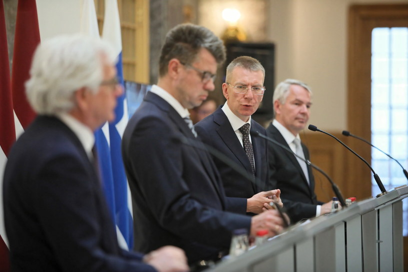 Od lewej: minister spraw zagranicznych RP Jacek Czaputowicz, minister spraw zagranicznych Łotwy Edgars Rinkevics, minister spraw zagranicznych Estonii Urmas Reinsalu i minister spraw zagranicznych Finlandii Pekka Olavi Haavisto podczas wspólnej konferencji prasowej w Rydze