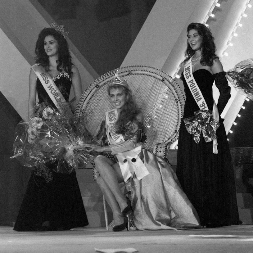 Od lewej Miss World 1991 Ninibeth Beatriz Leal Jiminez, Miss Polonia 1992 Ewa Wachowicz i Miss Polonia 1991 Agnieszka Kotlarska /Tomasz Gawalkiewicz /Agencja FORUM