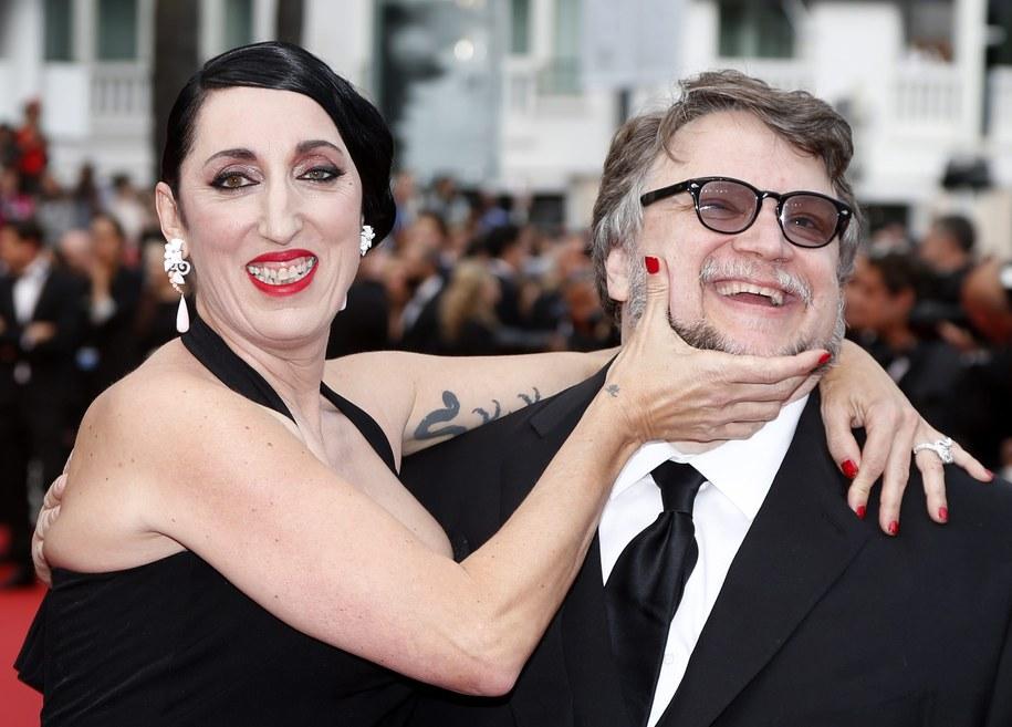 Od lewej: Muza reżysera Pedro Almodóvara, słynąca z kontrowersyjnej urody Rossy de Palma i reżyser Guillermo del Toro /GUILLAUME HORCAJUELO  /PAP/EPA