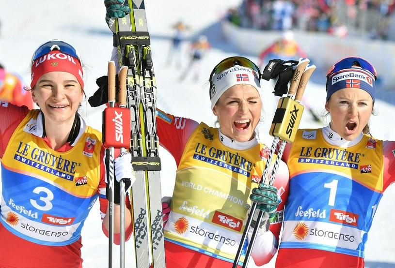 Od lewej: Natalia Neprijewa, Therese Johaug i Ingvild Flugstad Oestberg po biegu łączonym. /AFP