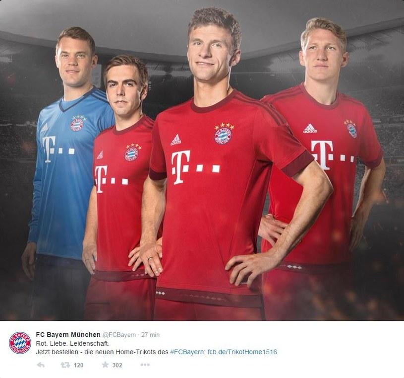 Od lewej: Neuer, Lahm, Mueller i Schweinsteiger prezentują nowe koszulki (źródło: Twitter Bayernu) /INTERIA.PL