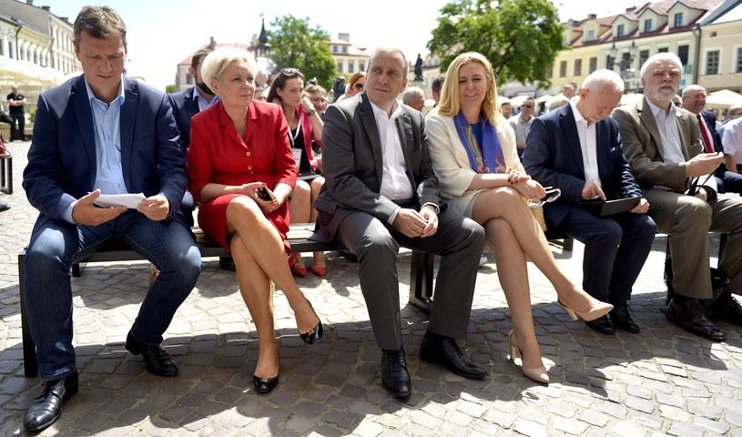 Od lewej: poseł PO Andrzej Halicki, posłanka PO Krystyna Skowrońska, przewodniczący PO Grzegorz Schetyna oraz europosłowie Elżbieta Łukacijewska, Michał Boni i Jan Olbrycht /Darek Delmanowicz /PAP