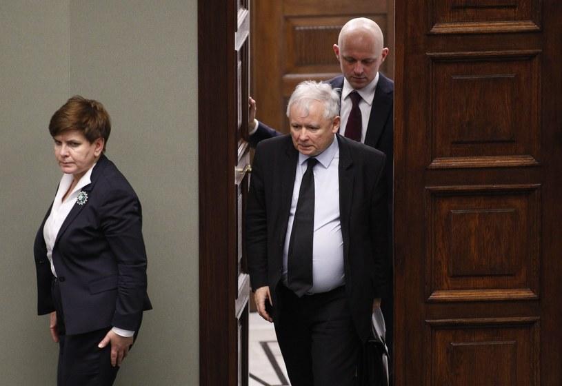 Od lewej: premier Beata Szydło, prezes PiS Jarosław Kaczyński i minister finansów Paweł Szałamacha /Stefan Maszewski /East News
