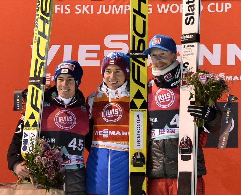 Od lewej: Stefan Kraft, Kamil Stoch i Robert Johansson na podium w Trondheim /PAP/EPA