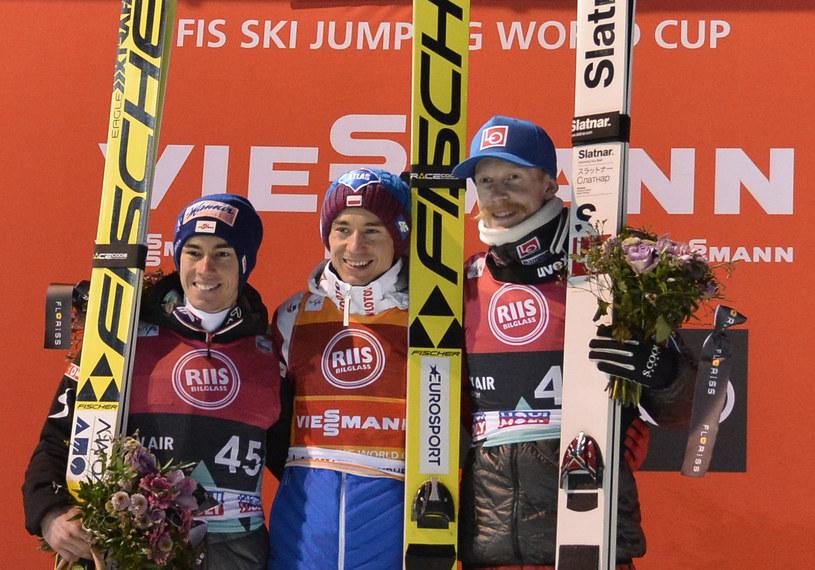 Od lewej: Stefan Kraft, Kamil Stoch i Robert Johansson /AFP