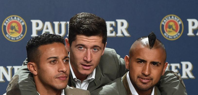 Od lewej: Thiago, Robert Lewandowski i Arturo Vidal /AFP