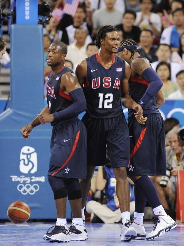 Od lewej Wade, Bosh i Anthony. Zawodnicy, których Milicić wyprzedził w drafcie /AFP